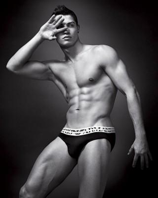 cristiano_ronaldo_naked_in_emporio_armani_underwear_campaign